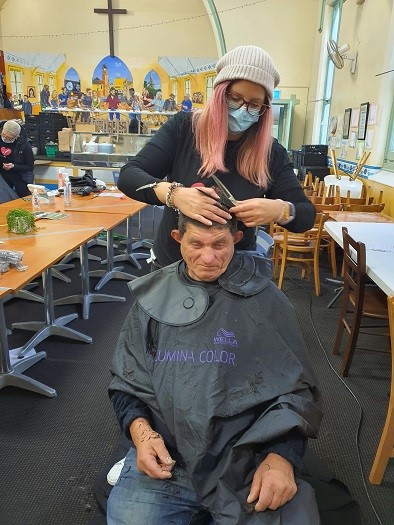 Hair Aid - Helping homeless people with free haircuts